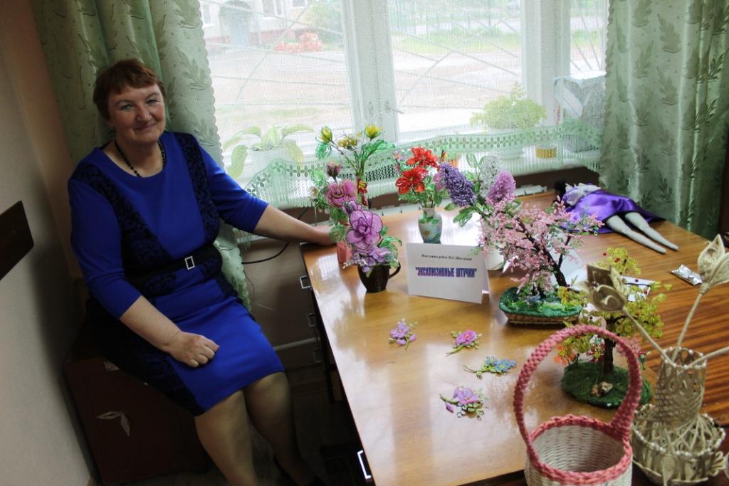Библиотекарь Шилова Н.С. -  автор  работ из бисера